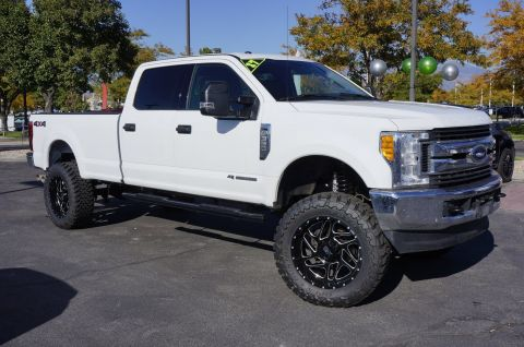 Pre-Owned 2017 Ford Super Duty F-350 SRW XLT