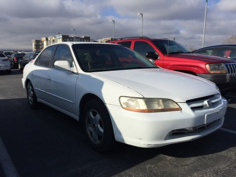 Pre-Owned 2000 Honda Accord EX w/Leather